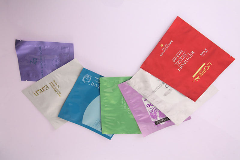 PET / PE / AL / PE / CPP Laminated Colored Cosmetic Packaging Bag For Face Mask Bags